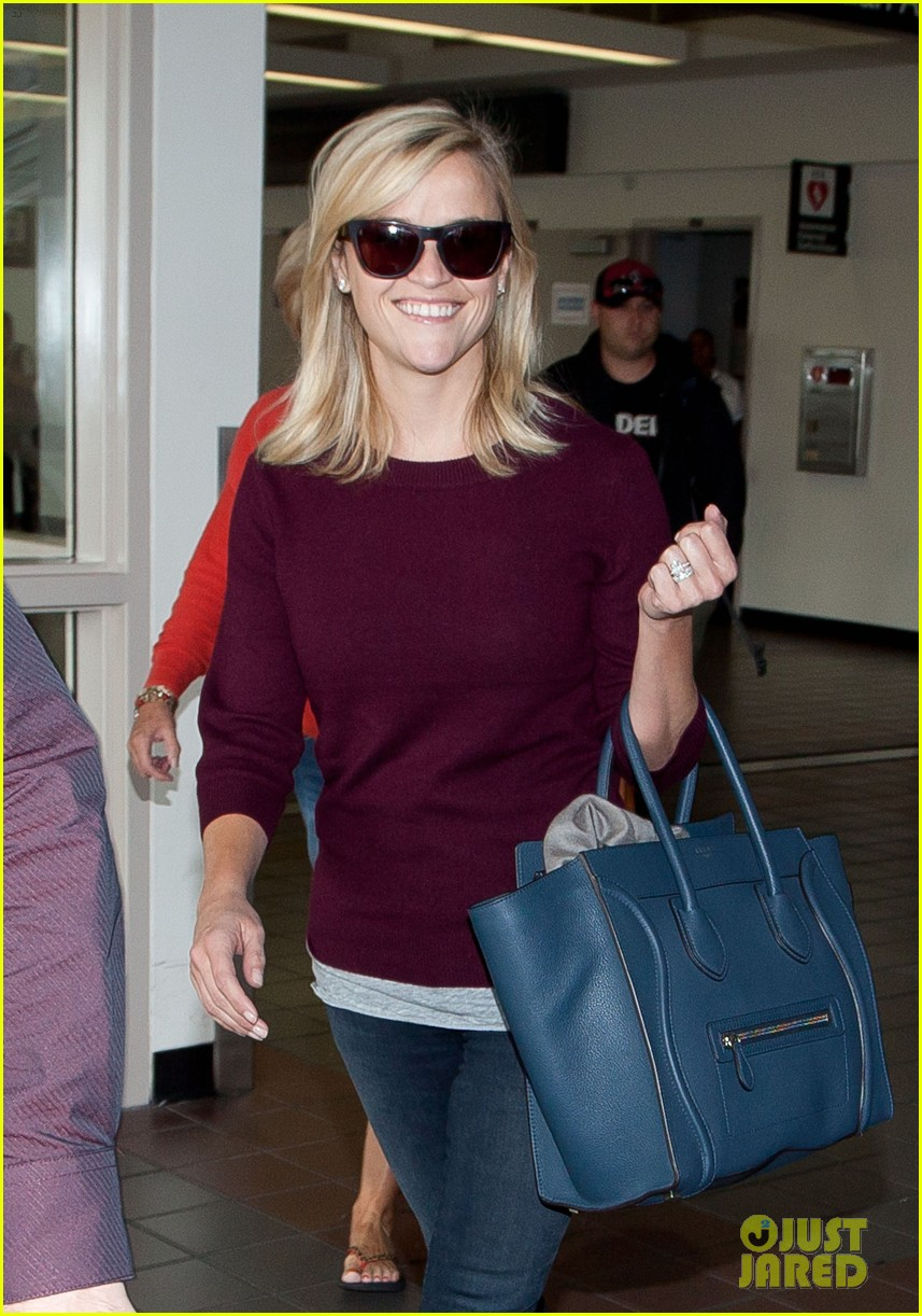 reese witherspoon hits lax after devil's knot tiff premiere 082949105