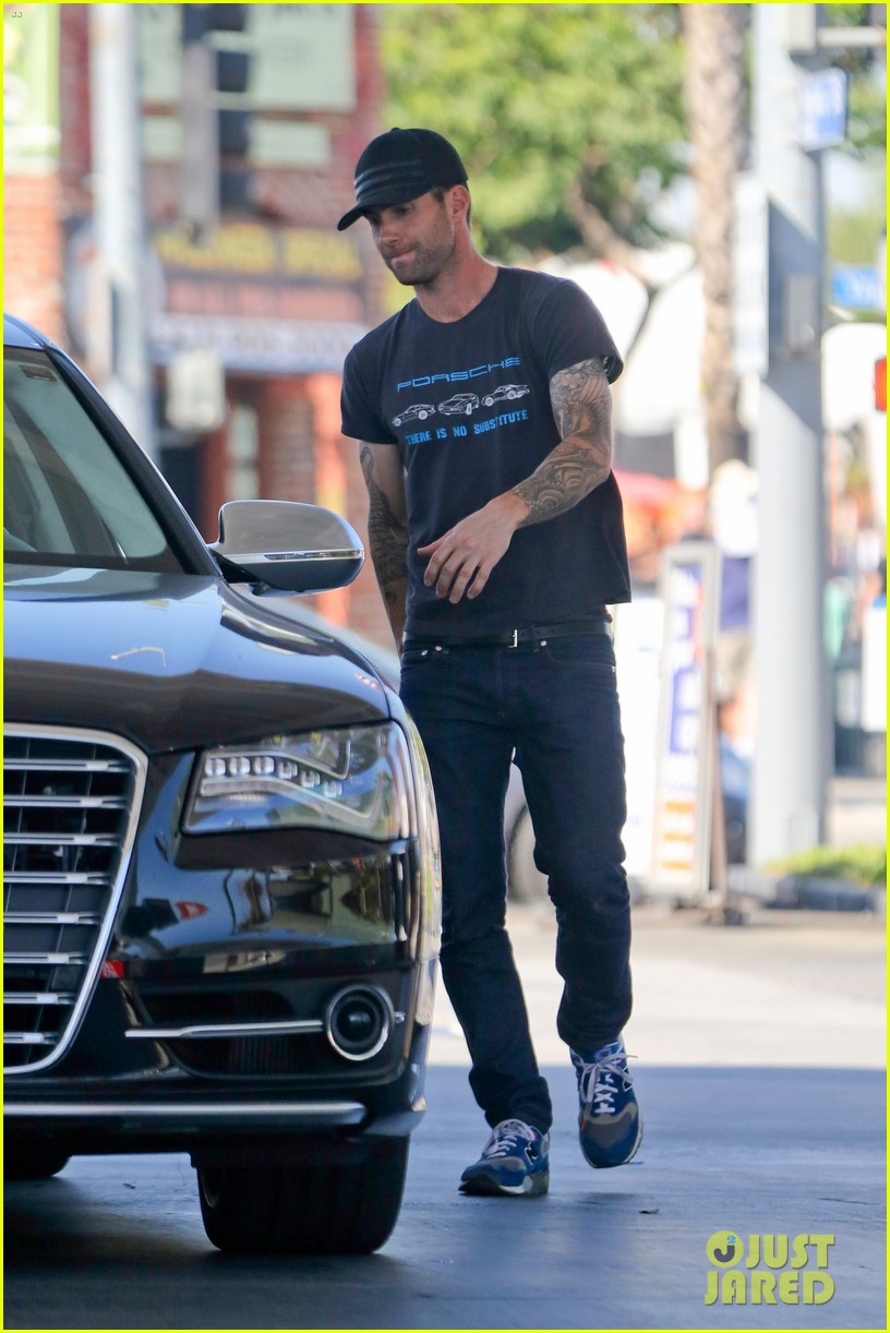 adam levine steps out after dinner with behati prinsloos parents 132975561