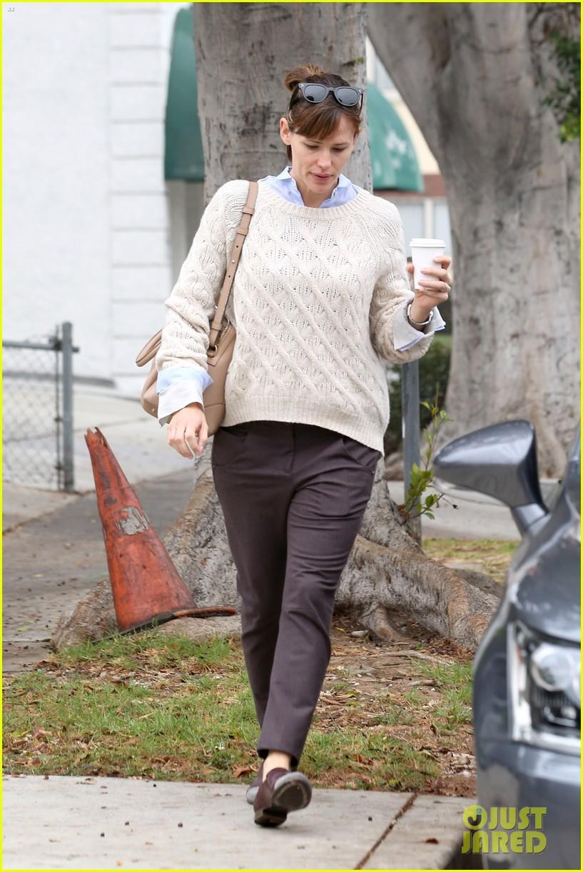 ben affleck jennifer garner hold hands for coffee run 18
