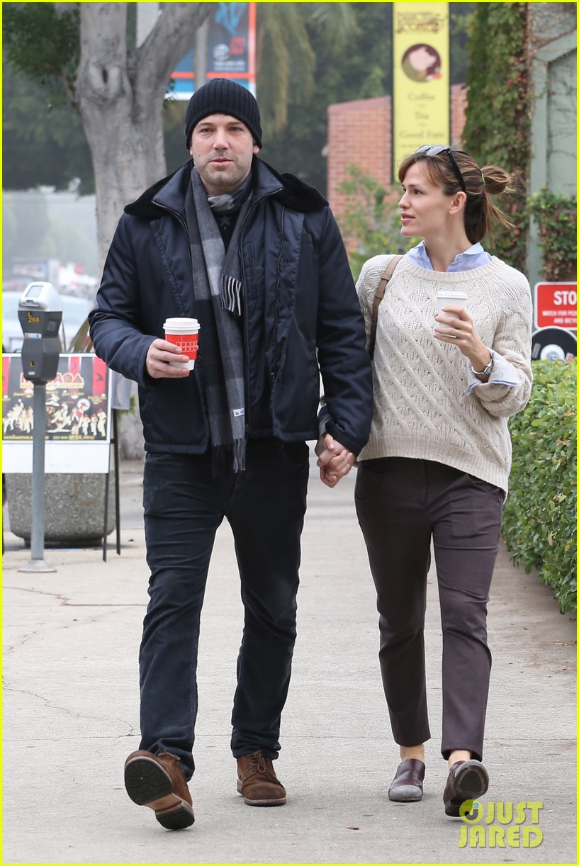 ben affleck jennifer garner hold hands for coffee run 302981406