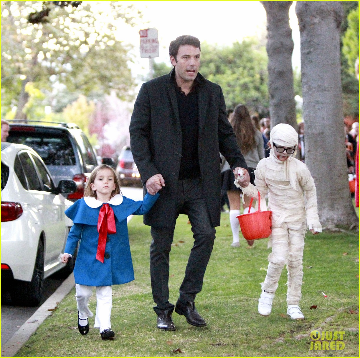 ben affleck jennifer garner halloween trick or treating 04