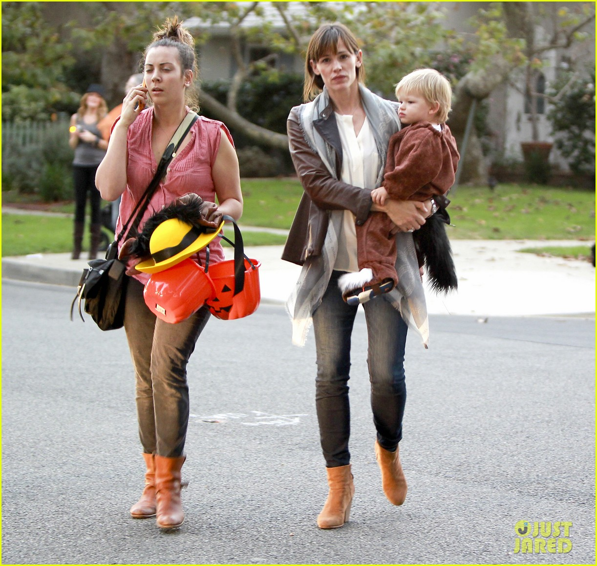 ben affleck jennifer garner halloween trick or treating 052983874