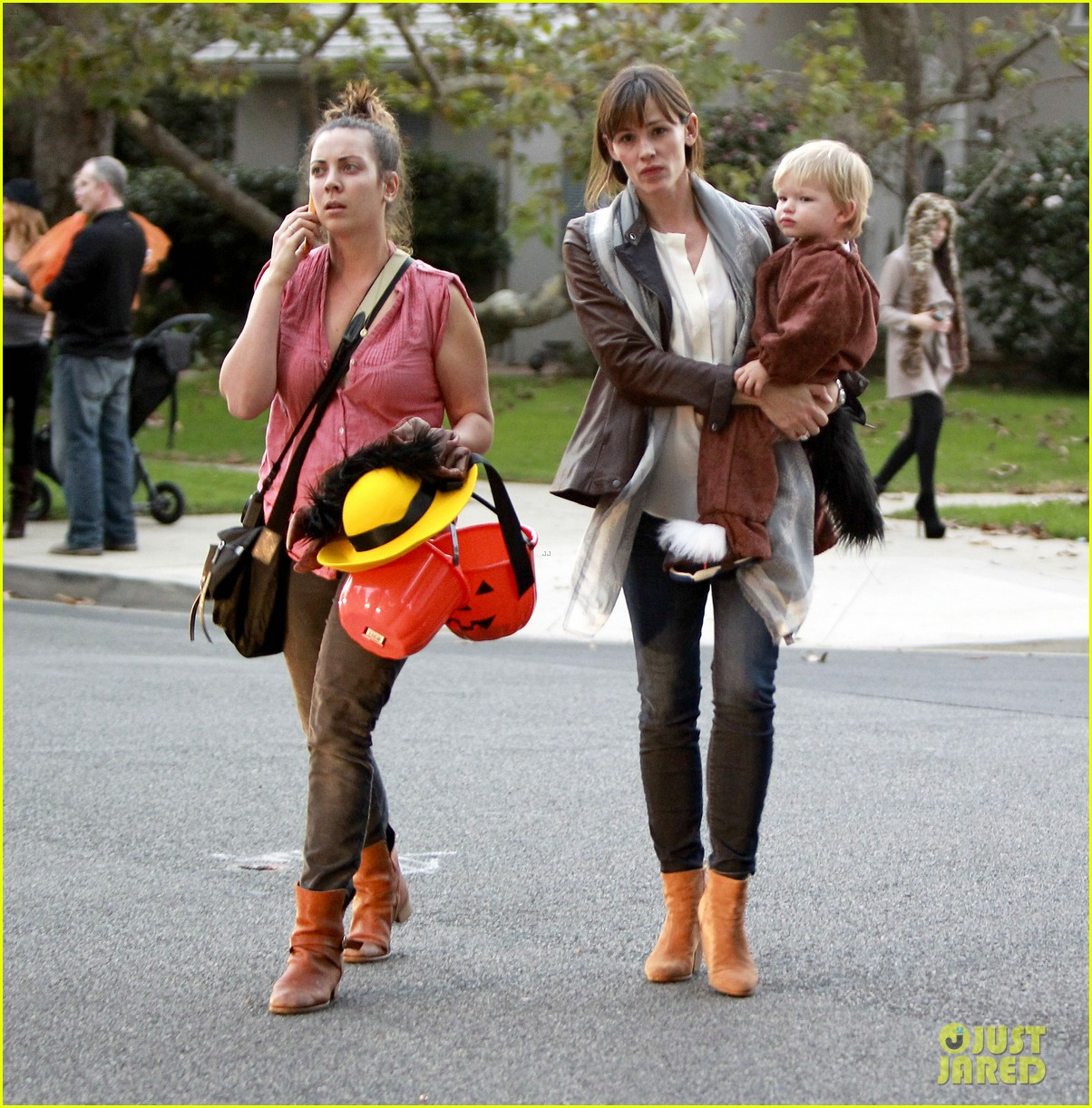 ben affleck jennifer garner halloween trick or treating 112983880