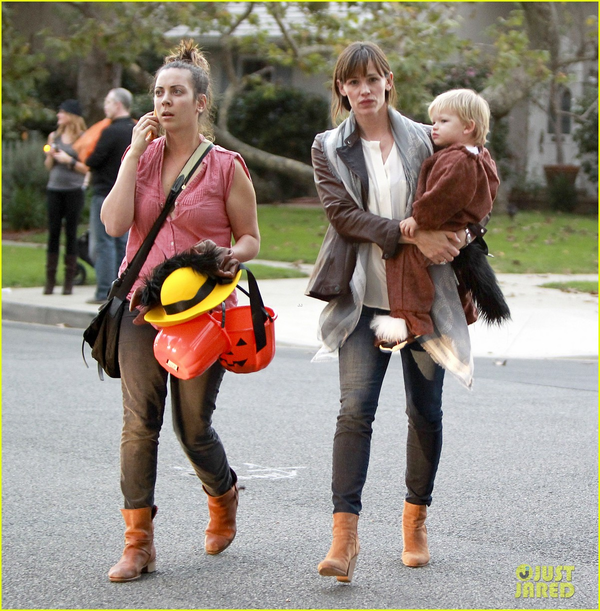 ben affleck jennifer garner halloween trick or treating 132983882