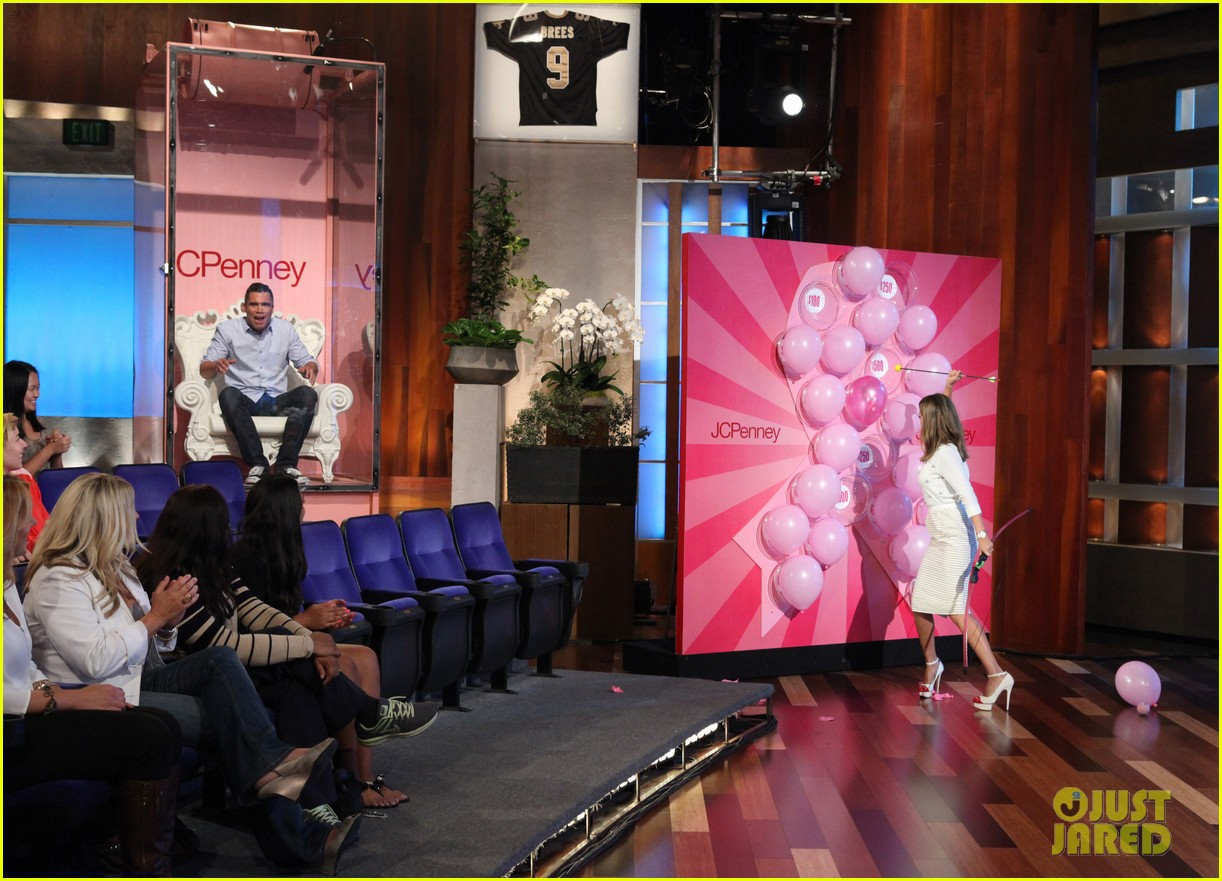 jessica alba dunks cash warren on ellen 012965070