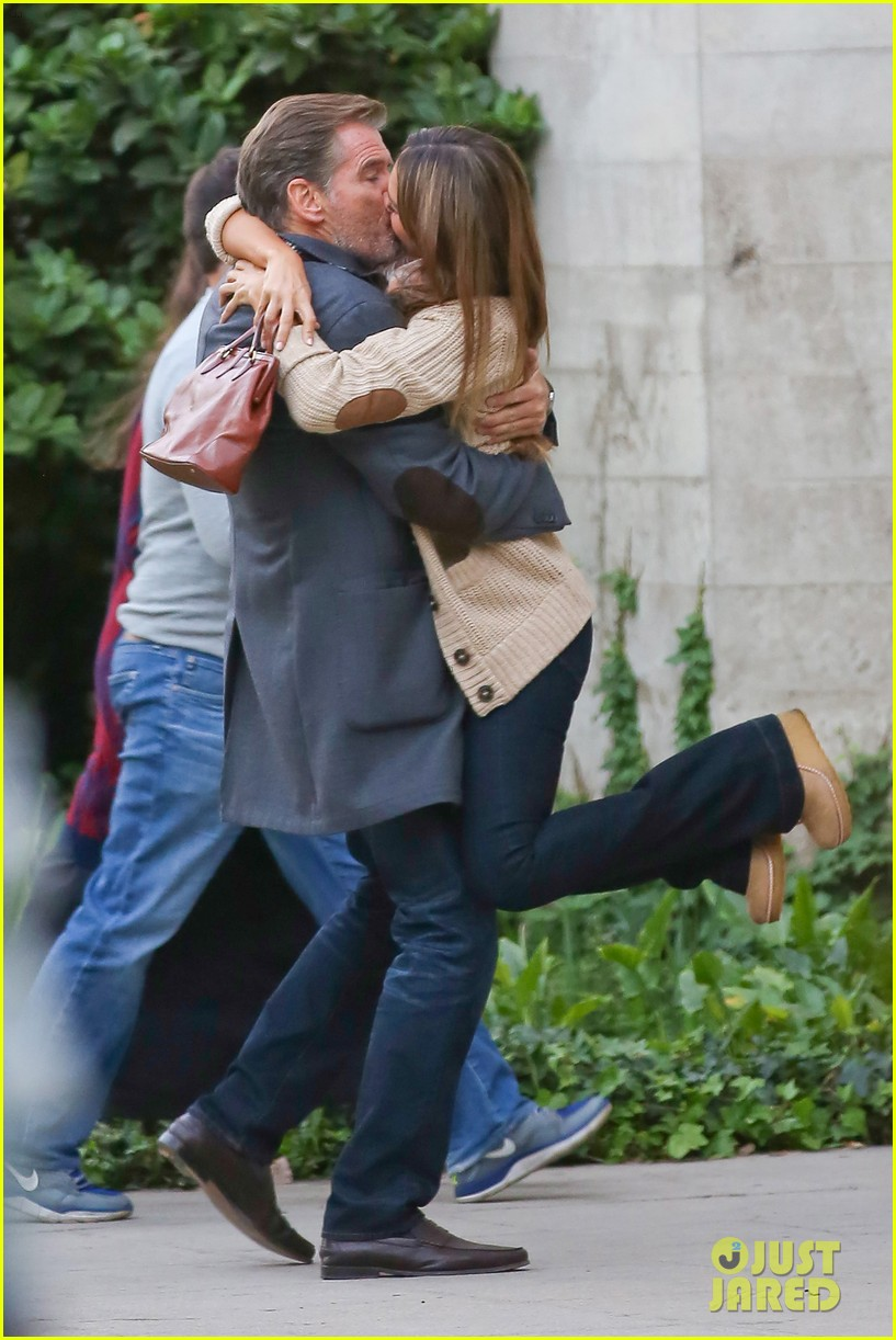 jessica alba passionately kisses pierce brosnan for movie 24