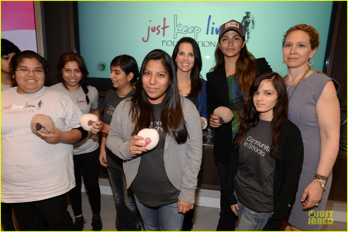 camila alves knits for just keep livin breast cancer awareness 072969238