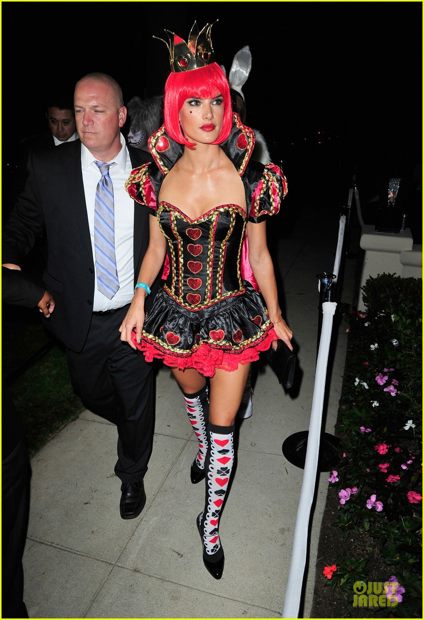 alessandra ambrosio queen of hearts alice in wonderland costume 01
