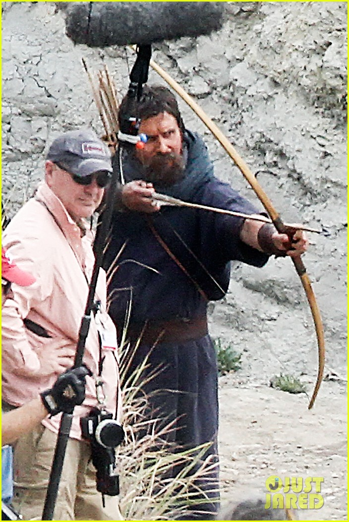 christian bale rocks beard wears tunic for exodus 09