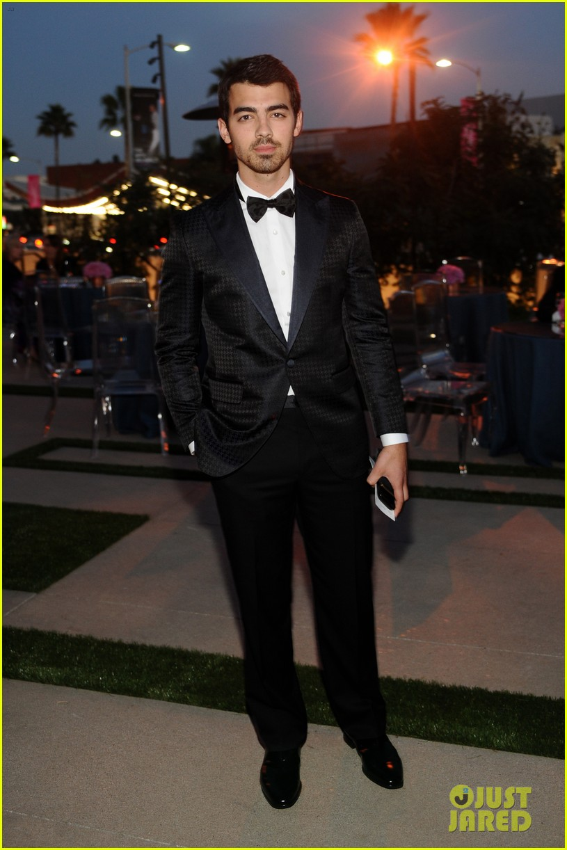 camilla belle joe jonas reunite at annenberg center gala 062974075