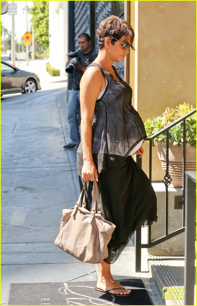 halle berry rivabella ristorante lunch after extant news 092966133