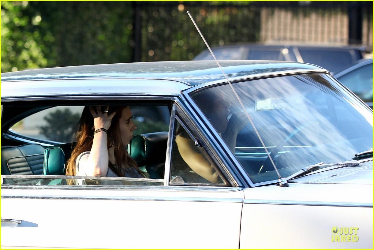 jessica biel zosia mamet car scenes on shiva may set 04
