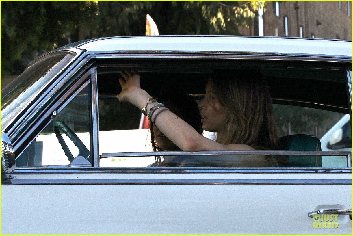 jessica biel zosia mamet car scenes on shiva may set 17