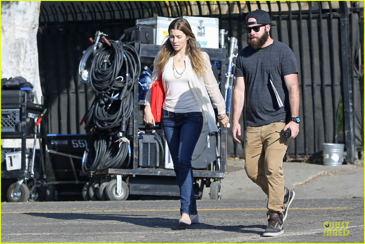jessica biel zosia mamet car scenes on shiva may set 252977517
