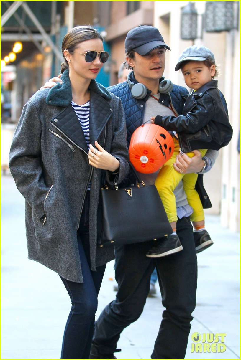 orlando bloom miranda kerr happy halloween with flynn 022981747