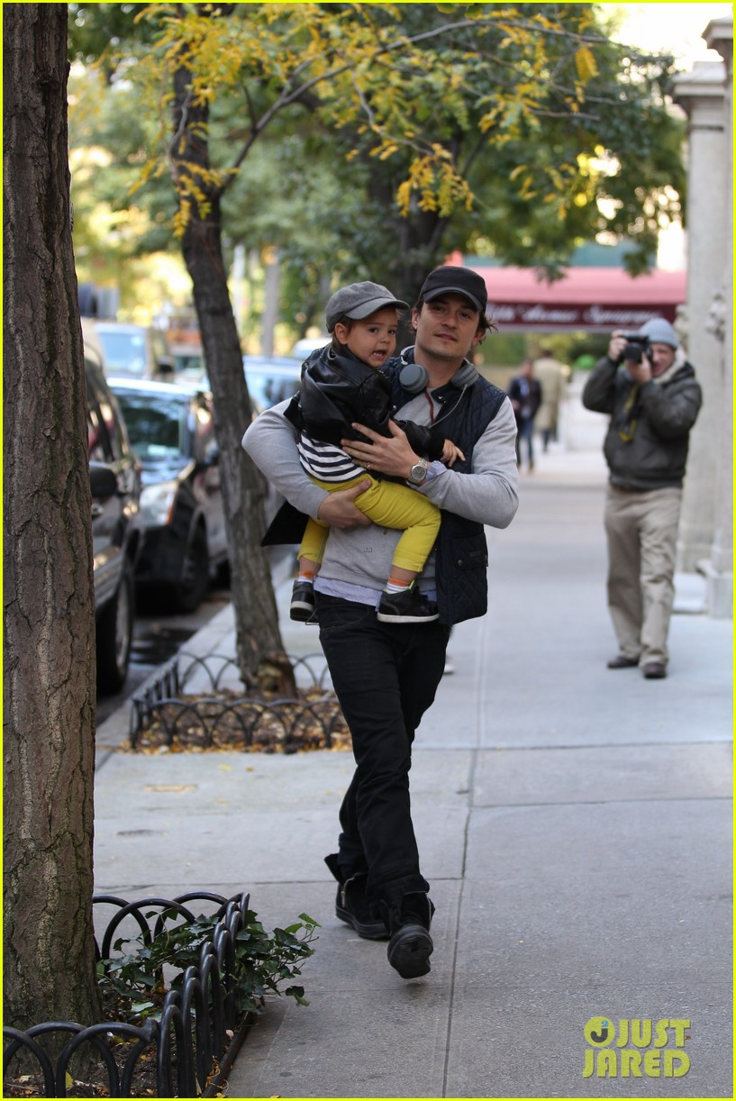 orlando bloom miranda kerr happy halloween with flynn 08