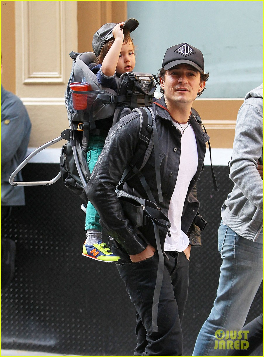 orlando bloom gets his nose picked by son flynn 07