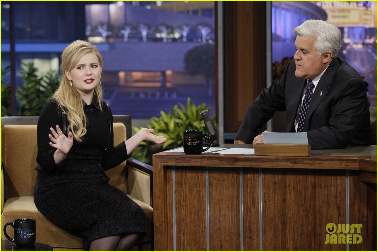 abigail breslin promotes enders game on jay leno 082983361