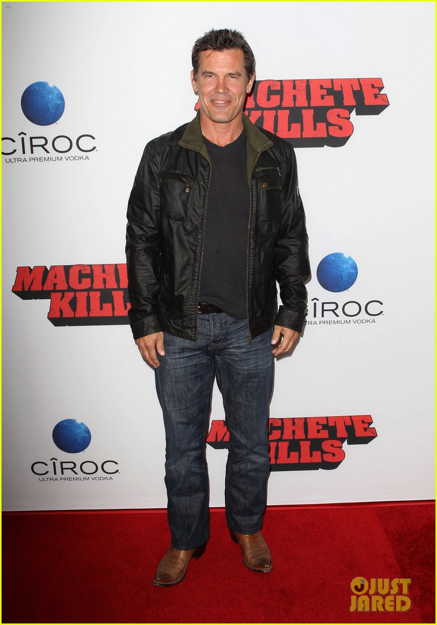 josh brolin works out attends machete kills premiere 012965750