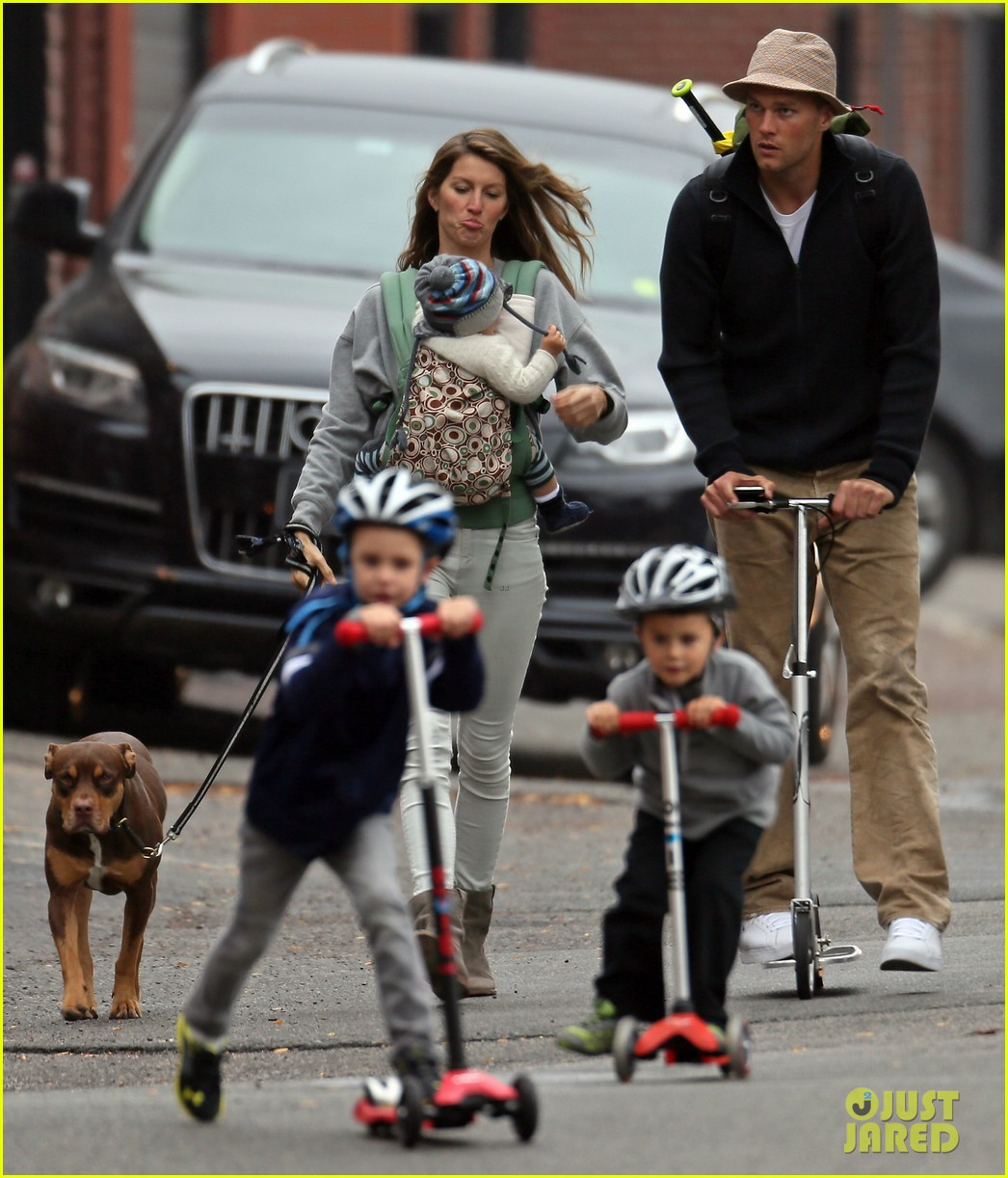 gisele bundchen tom brady park playtime with the kids 01