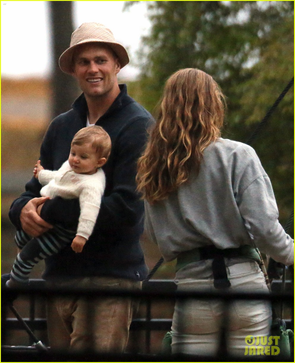 gisele bundchen tom brady park playtime with the kids 04