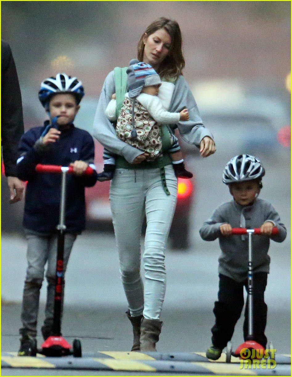 gisele bundchen tom brady park playtime with the kids 052970847