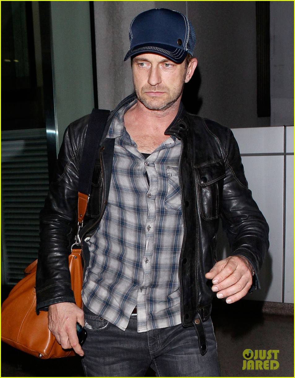 gerard butler is back in los angeles after trip to new york 022967695