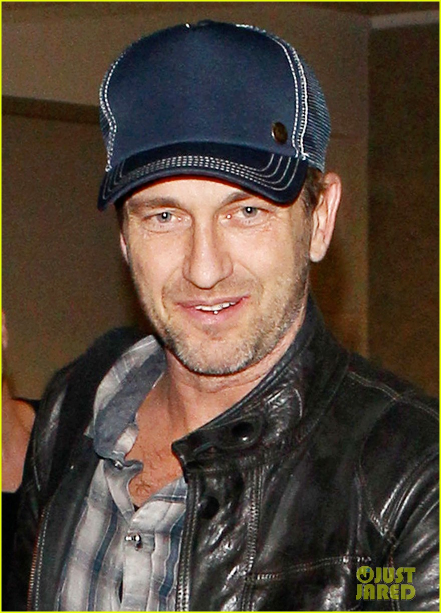 gerard butler is back in los angeles after trip to new york 082967701