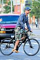 gerard butler camouflages bike ride in nyc 09