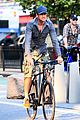 gerard butler camouflages bike ride in nyc 12