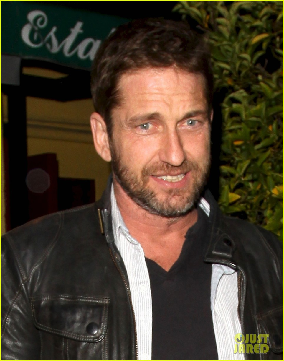 gerard butler brings hells angels book to dinner 032982409