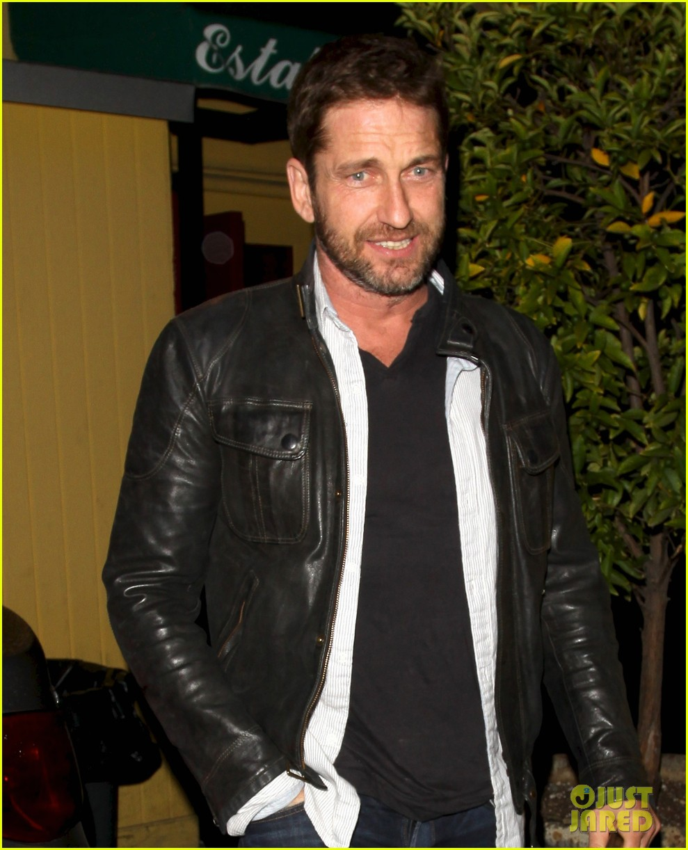 gerard butler brings hells angels book to dinner 052982411