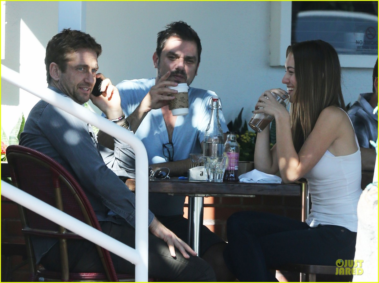 gerard butler enjoys fred segal lunch with friends 08