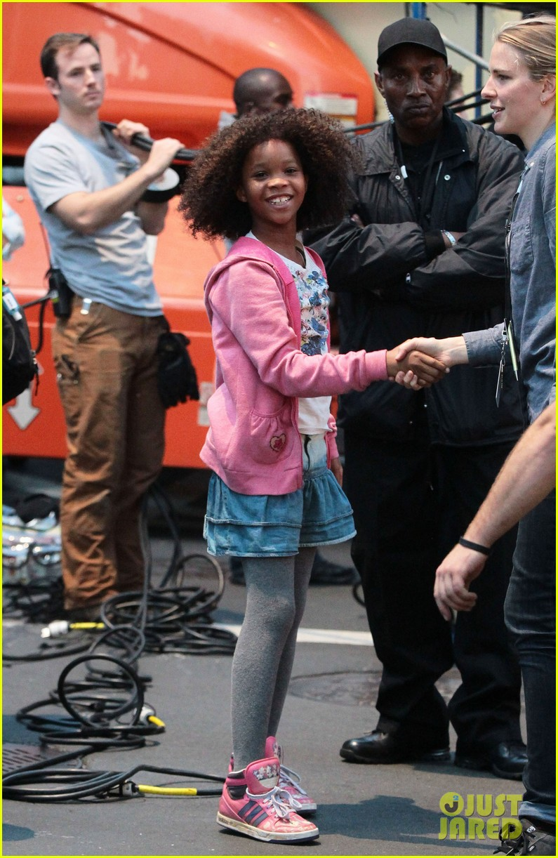 rose byrne quvenzhane wallis film annie before weekend 05