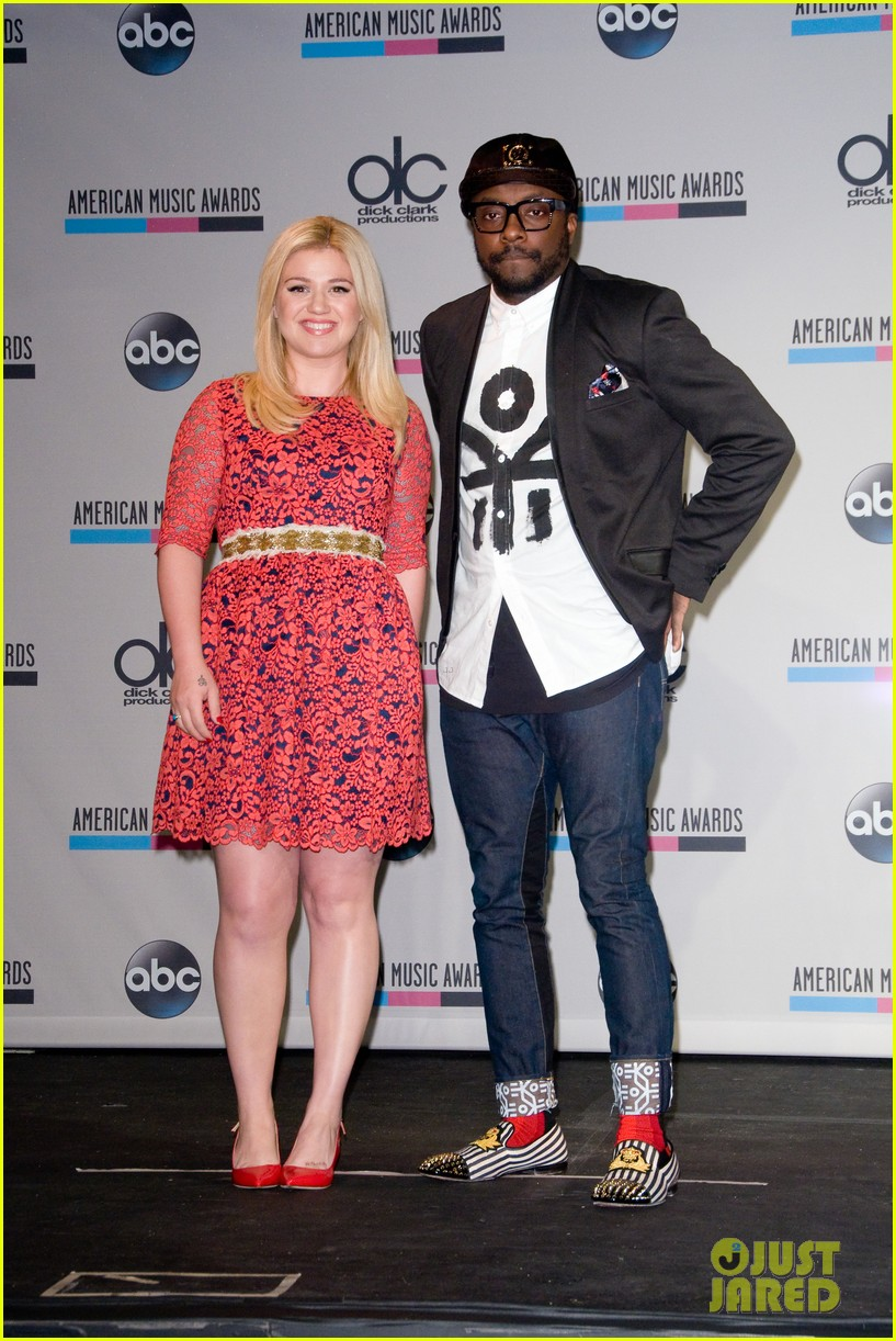 kelly clarkson william announce american music awards nominations 09