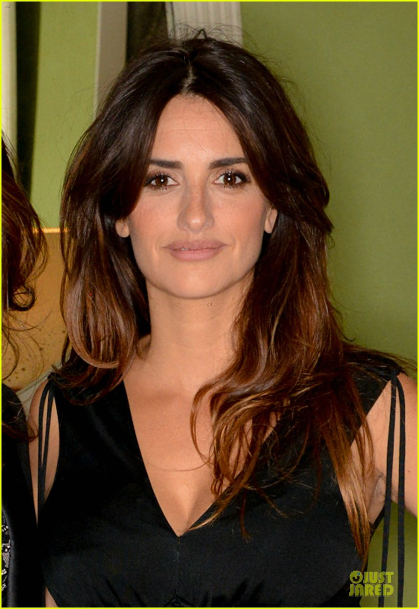 penelope cruz lagent by agent provocateur dinner with sis monica 02