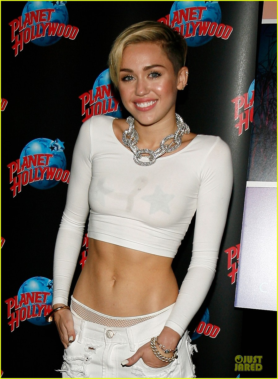 miley cyrus toned abs for bangerz album signing 062968624