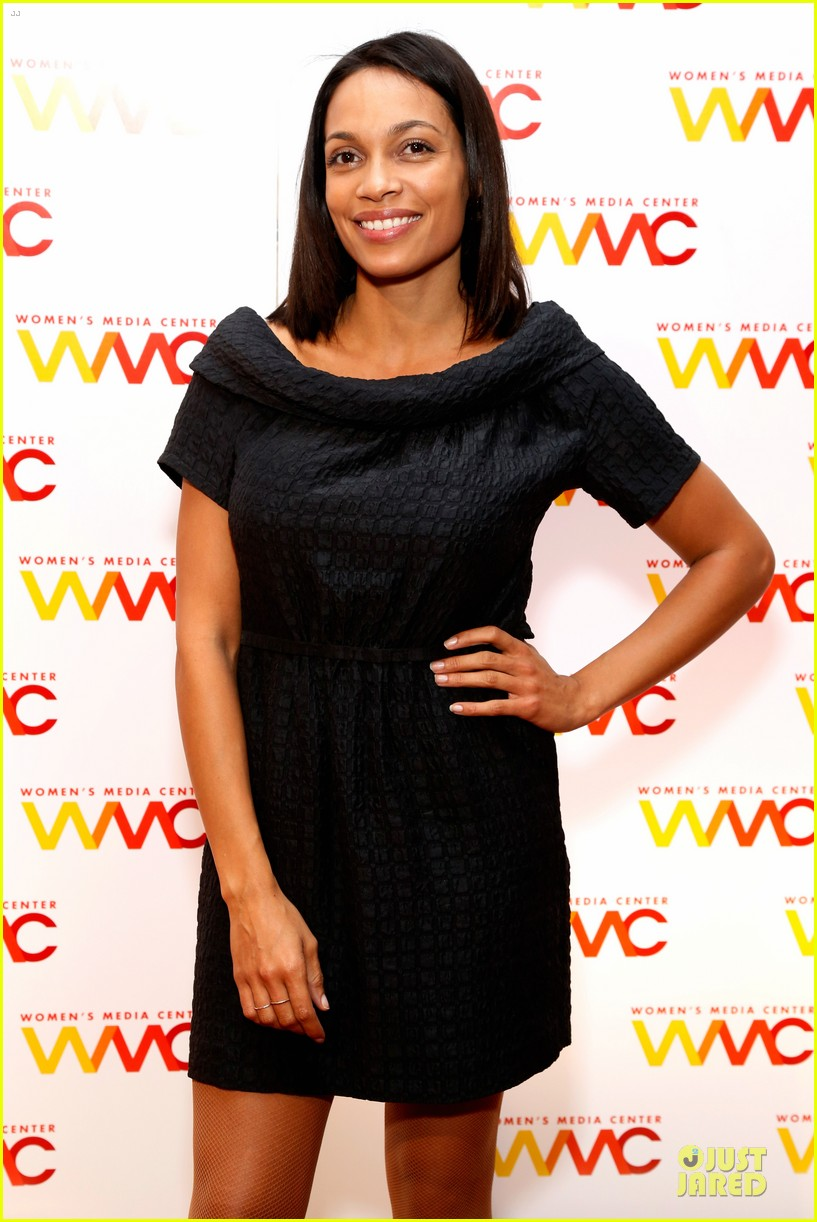 rosario dawson women media awards with mom isabel 022968780