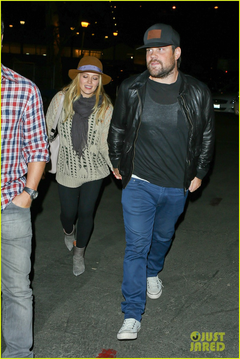 hilary duff mike comrie john mayer concert couple 092967374
