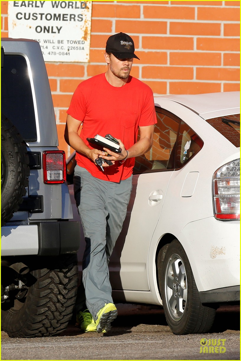josh duhamel tweets condolences for adrian peterson family 01