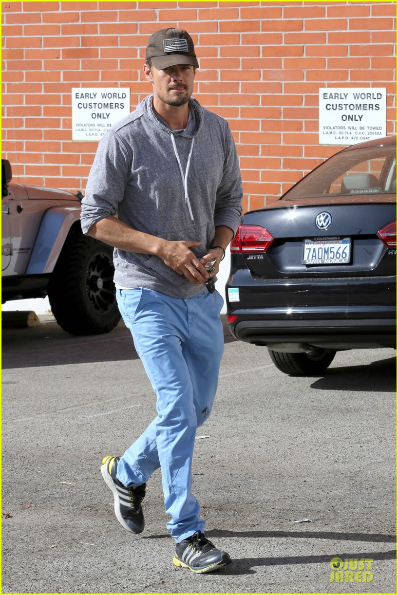josh duhamel tweets condolences for adrian peterson family 032970544