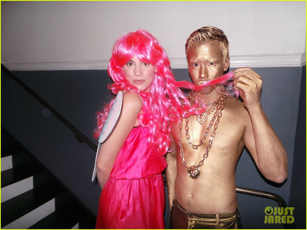 emily vancamp josh bowman costume couple 01