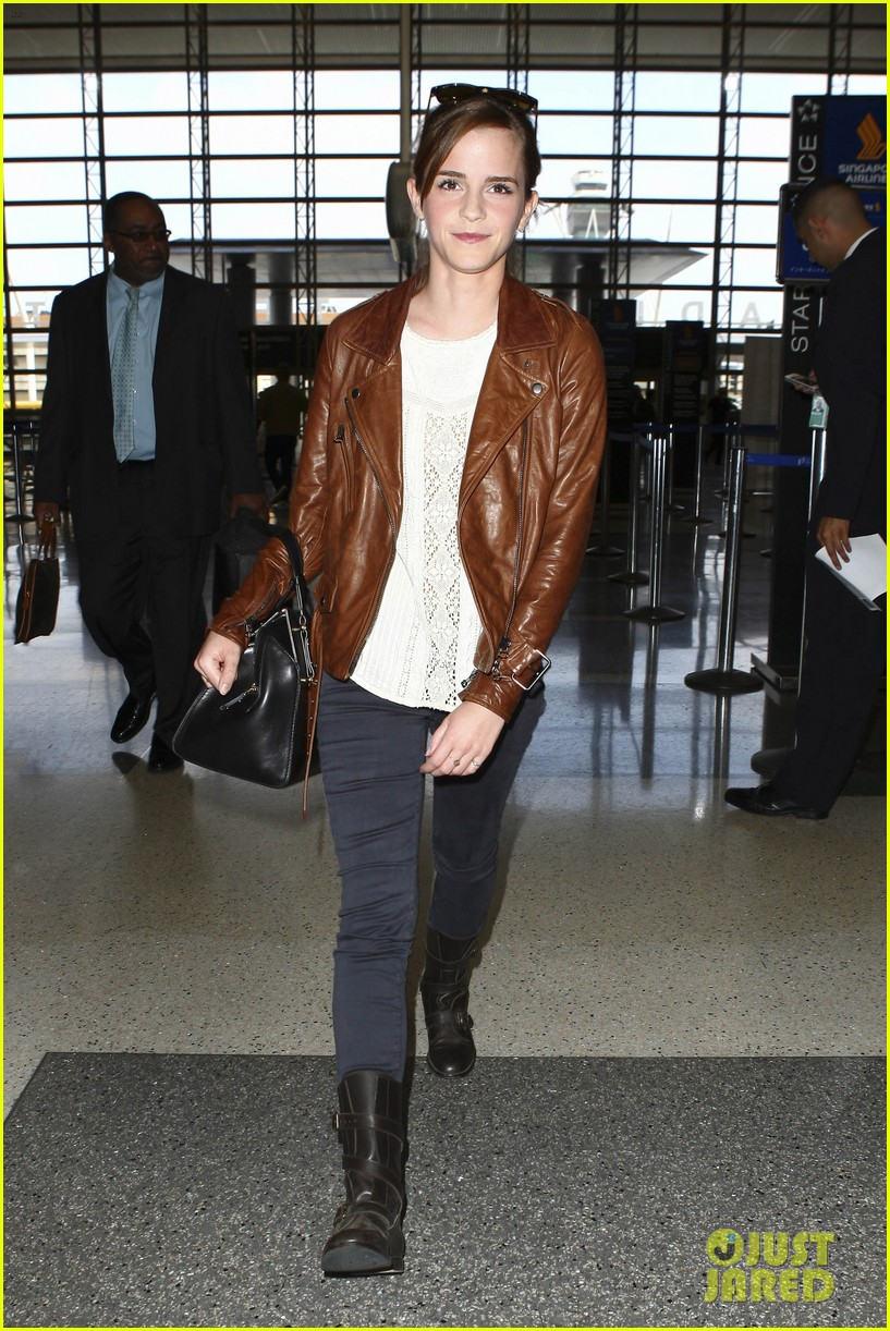emma watson flies out of los angeles 13