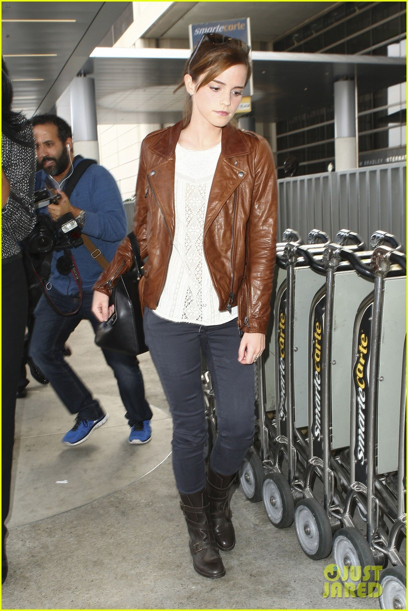 emma watson flies out of los angeles 15