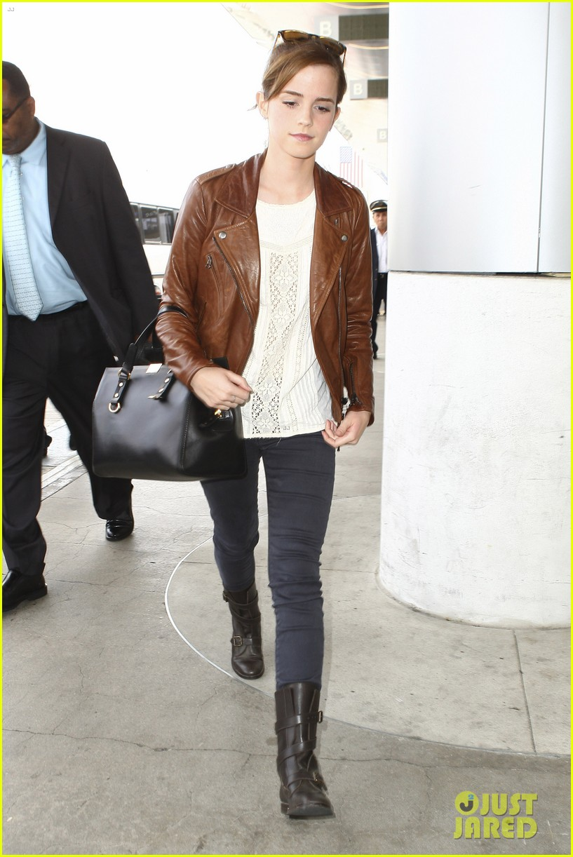 emma watson flies out of los angeles 17