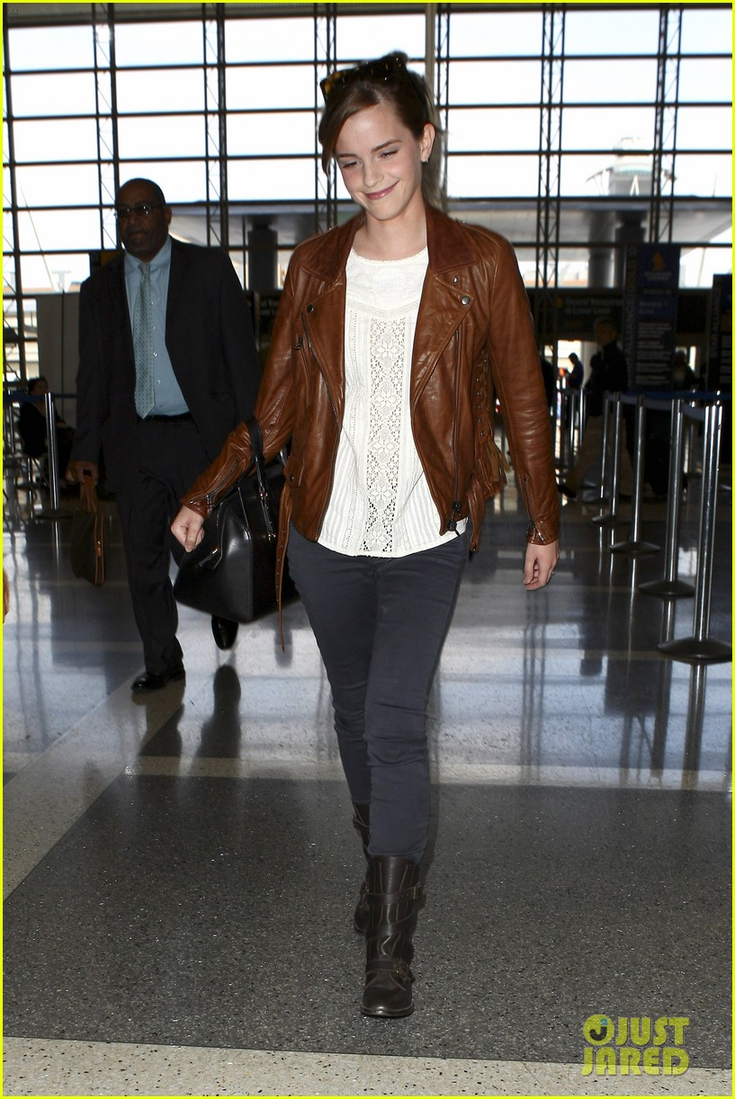 emma watson flies out of los angeles 27