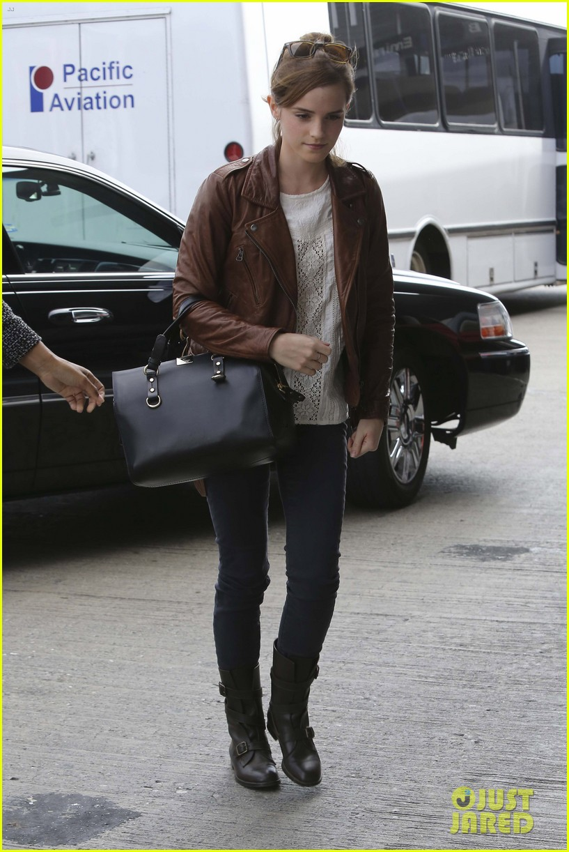 emma watson flies out of los angeles 292977947