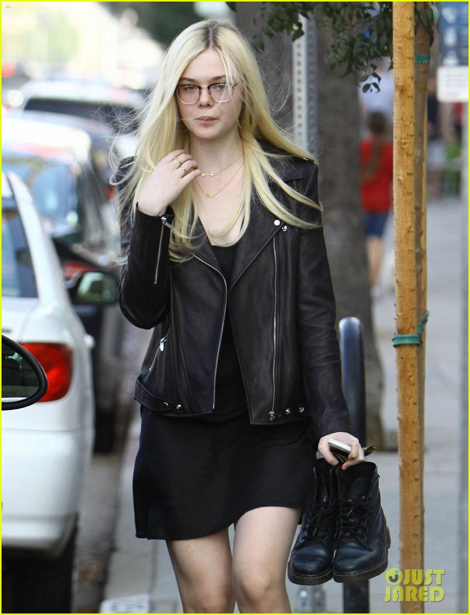 elle fanning dakota still remembers taping friends episode 02