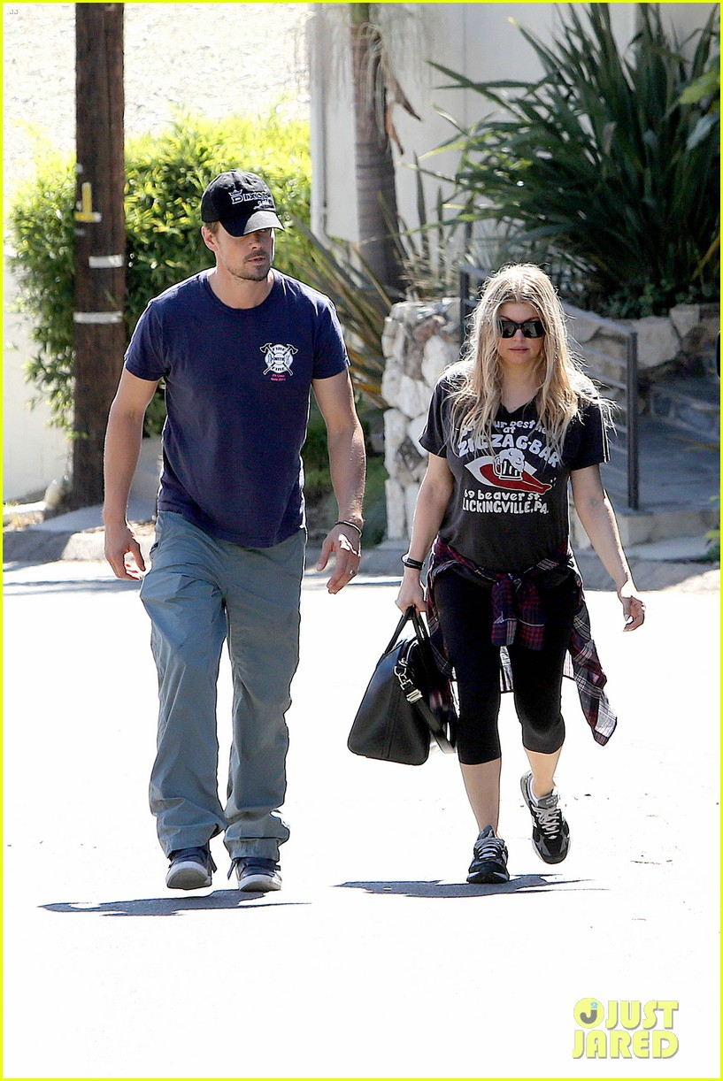 fergie josh duhamel check progress on their new home 182967879