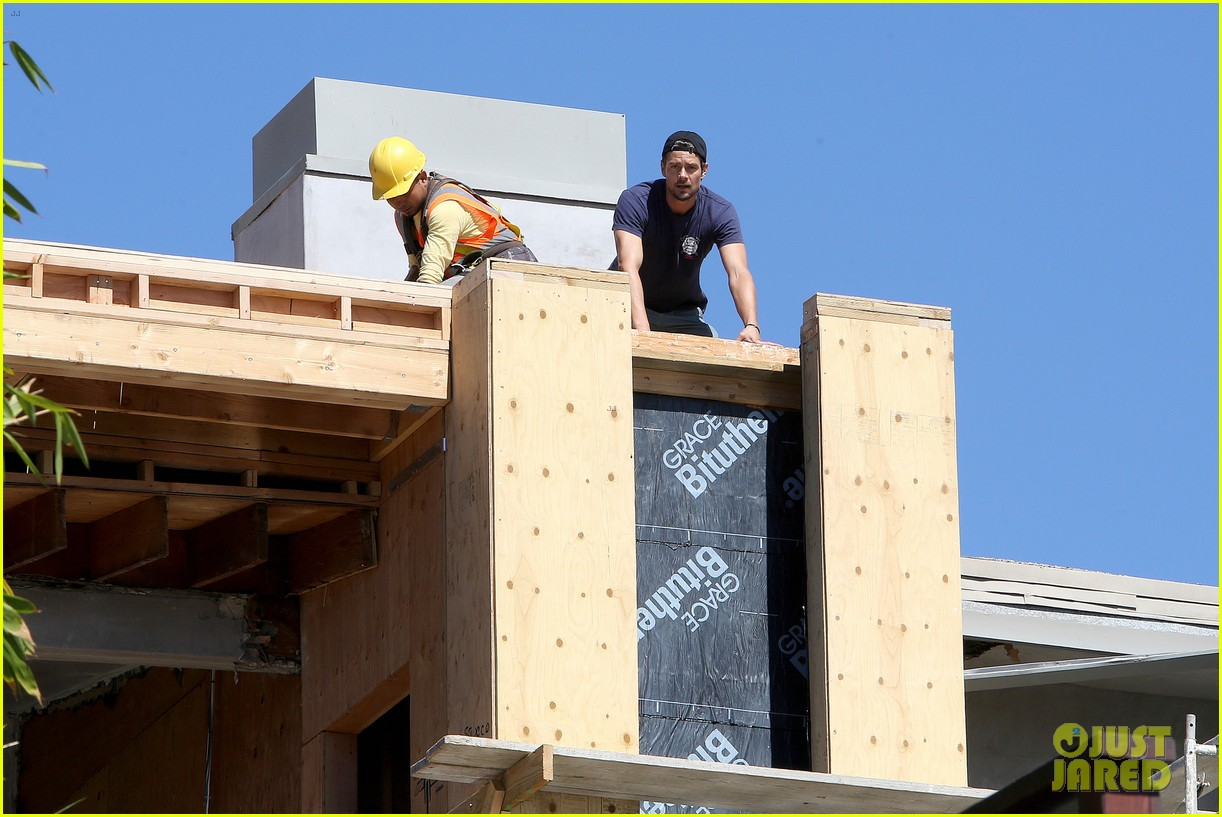 fergie josh duhamel check progress on their new home 202967881